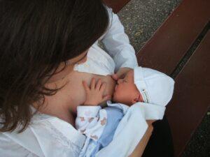 breastfeeding 2090396 1920 300x225 - breastfeeding-2090396_1920